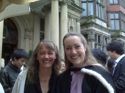 Lauri_and_rachel_graduation_img0003
